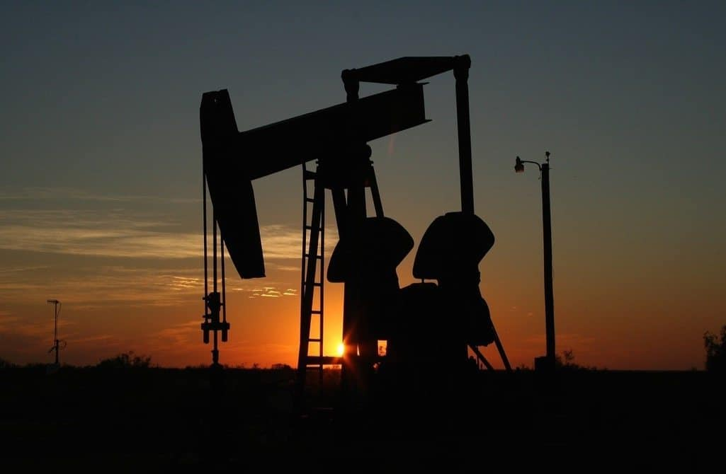 Stunning oil field photo at sunset, to illustrate the post 'oil and gas online marketing companies give you a clear advantage''