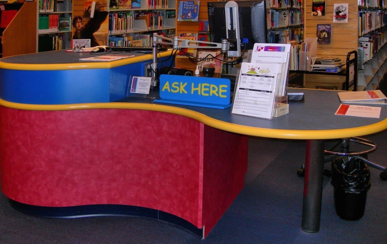 Picture of a help desk in a library.